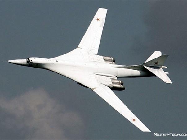 """Máy bay ném bom Tu-160 có biệt danh """"Thiên nga trắng"""""""