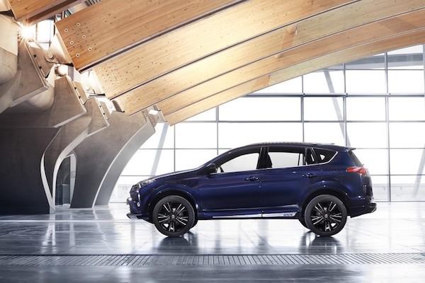 """Toyota RAV4 Hybrid Sapphire concept """"toả sáng"""" tại triển lãm Geneva"""