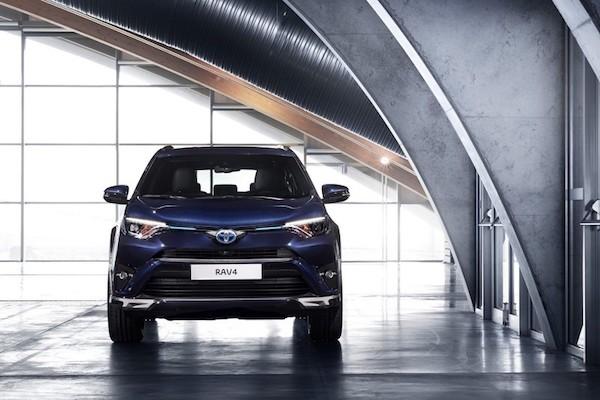 """Toyota RAV4 Hybrid Sapphire concept """"toả sáng"""" tại triển lãm Geneva ảnh 3"""