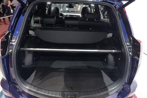 """Toyota RAV4 Hybrid Sapphire concept """"toả sáng"""" tại triển lãm Geneva ảnh 4"""