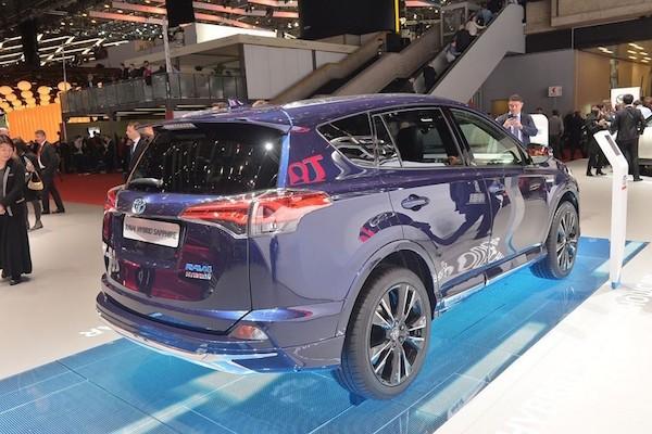 """Toyota RAV4 Hybrid Sapphire concept """"toả sáng"""" tại triển lãm Geneva ảnh 6"""