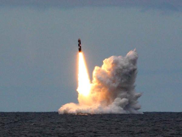 Tên lửa Bulava phóng lên trời trong một vụ thử nghiệm