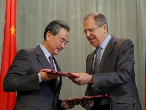 Ngoại trưởng Trung Quốc Vương Nghị và Ngoại trưởng Nga Sergei Lavrov