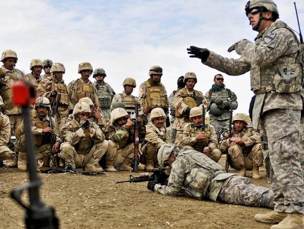 Quân đội Iraq được hỗ trợ bởi cố vấn và không quân Mỹ trong chiến dịch tấn công IS