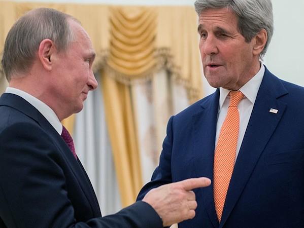 Tổng thống Putin và Ngoại trưởng Kerry (phải)