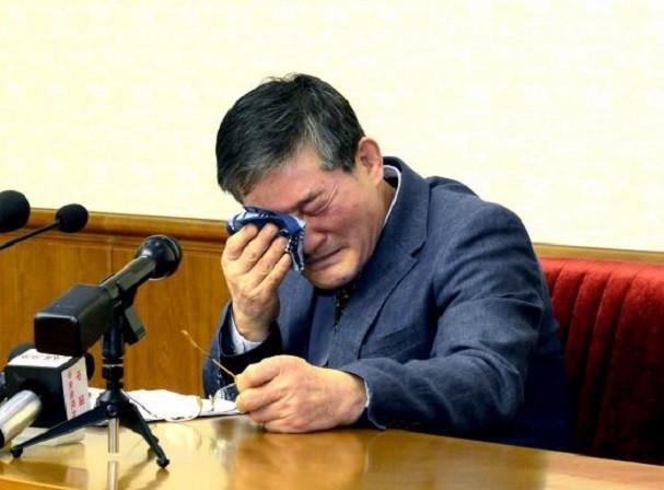 Ông Kim Dong Chul khóc khi nhận tội ăn cắp bí mật quân sự ở Triều Tiên