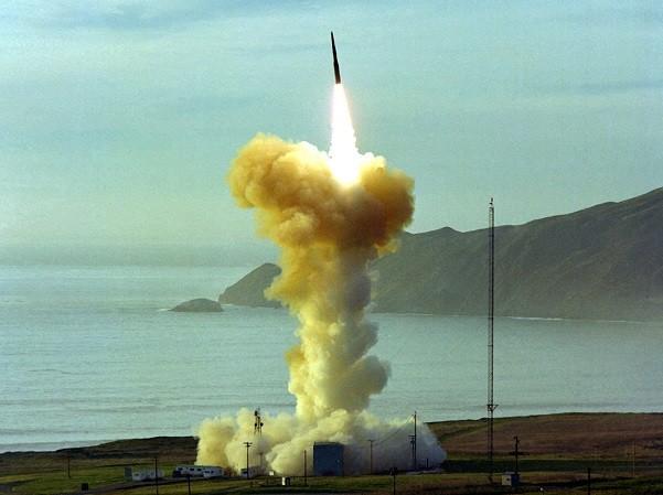 Tên lửa Minuteman-III của Mỹ rời bệ phóng