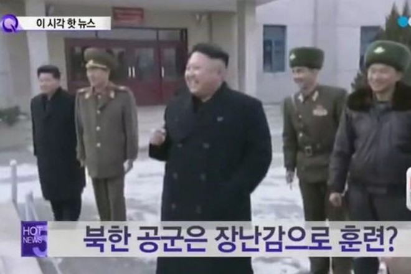 Ông Kim Jong-Un cười khoái chí với hành động của binh sĩ