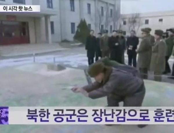 Binh lính Triều Tiên huấn luyện bằng máy bay đồ chơi ảnh 1