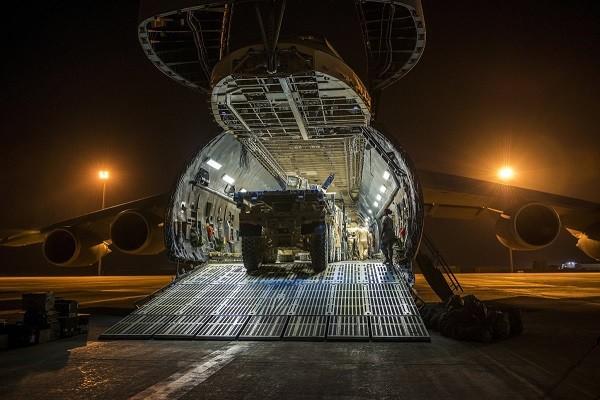 Chiêm ngưỡng sự hoành tráng của máy bay lớn nhất không quân Mỹ C-5 Galaxy