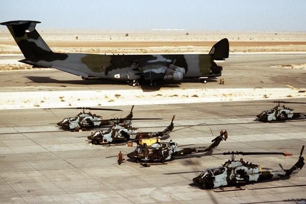 Các máy bay trực thăng cỡ lớn cũng trở thành nhỏ so với C-5 Galaxy
