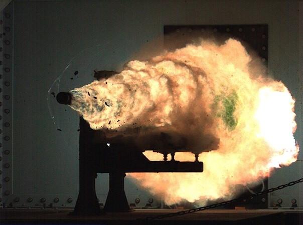 Một viên đạn của súng điện từ bắn đi có thể đạt tốc độ 7.300 km/h