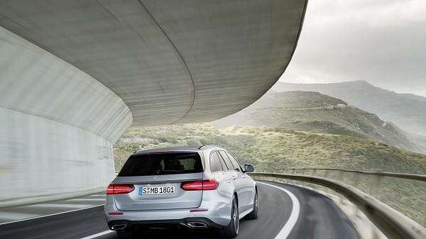Mercedes-Benz E-Class Wagon 2017: Rộng rãi và tiện lợi