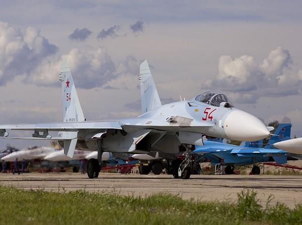 Máy bay Su-27