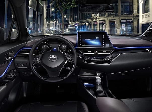 Nội thất chứa nhiều công nghệ cao của Toyota C-HR