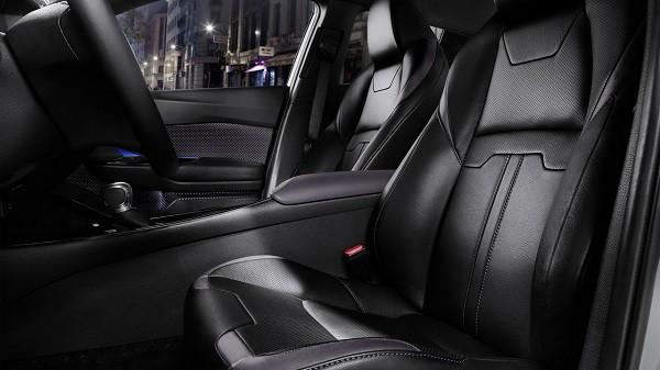 Toyota công bố ảnh nội thất của SUV cỡ nhỏ C-HR mới