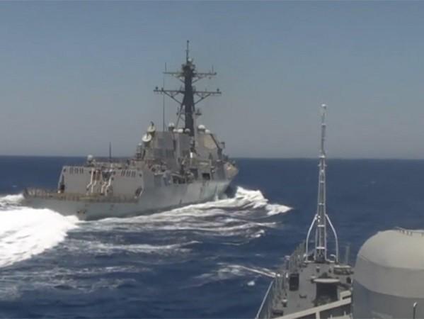 Mỹ cho biết họ chặn đầu chiến hạm Nga để ngăn chặn nó do thám tàu sân bay Mỹ