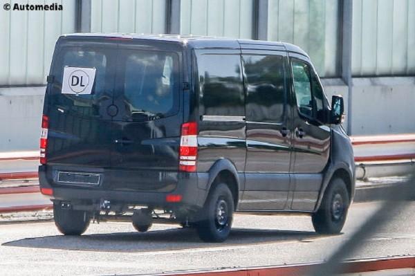 """Mercedes-Benz Sprinter thế hệ mới lộ ảnh """"nóng"""" trên đường chạy thử"""