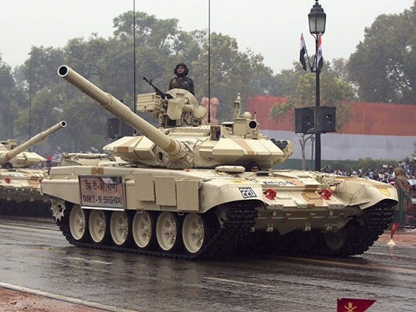 Ấn Độ đặt hàng loạt xe tăng chiến đấu chủ lực T-72 sát biên giới với Trung Quốc