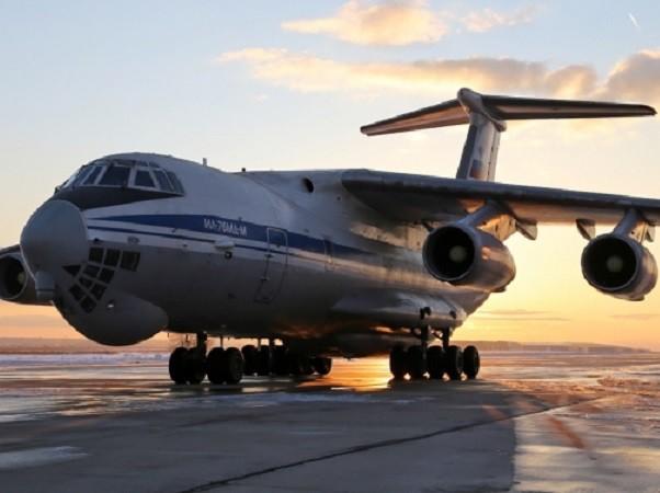 Máy bay IL-76