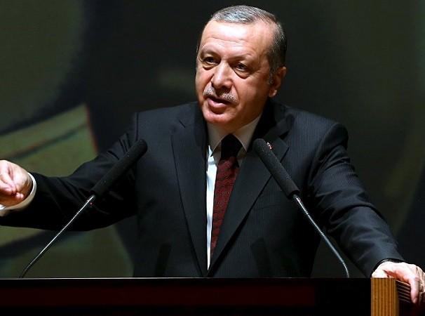 Tổng thống Thổ Nhĩ Kỳ Recep Tayyip Erdogan đã thoát trên trong gan tấc
