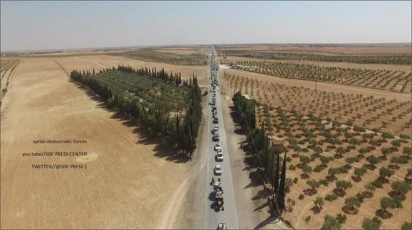 Cận cảnh IS dùng dân thường làm lá chắn sống khi tháo chạy khỏi Manbij