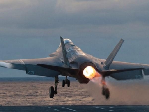 F-35C có cánh máy bay rộng hơn các phiên bản F-35A và B