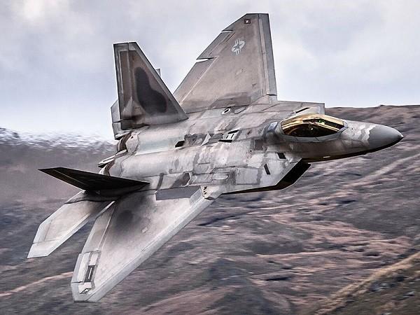 F-22 đã sẵn sàng bắn rơi Su-24 của Syria nếu lực lượng mặt đất bị đe dọa