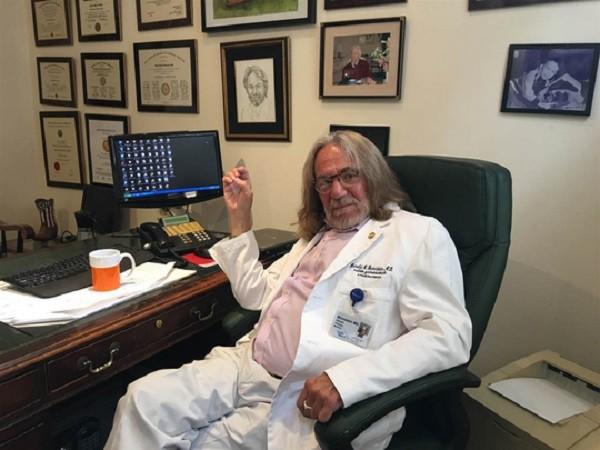 Bác sĩ Harold Bornstein, người theo dõi sức khỏe của tỉ phú Trump trong 35 năm qua