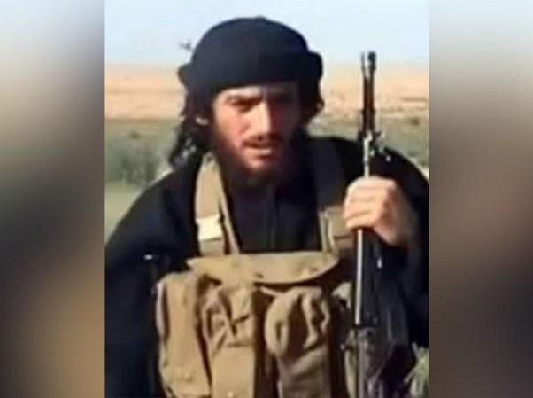 Al-Adnani từng xuất hiện trong rất nhiều video truyền cảm hứng cho phiến quân IS