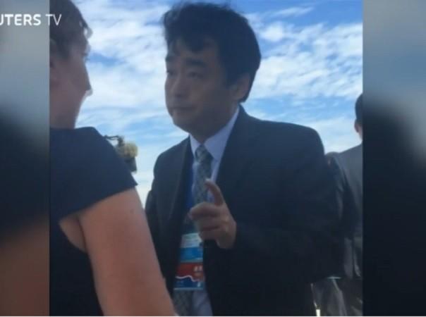 Quan chức Trung Quốc gây khó khăn cho phóng viên và giới chức Mỹ