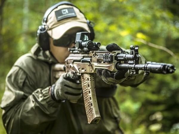 AK-12 mới giống với AK-74 hơn là thế hệ cũ