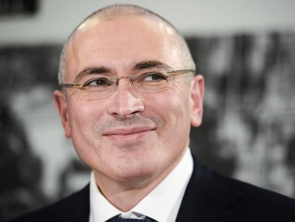 Cựu tài phiệt dầu mỏ Mikhail Khodorkovsky là người thường hỗ trợ các phong trào chống Tổng thống Putin