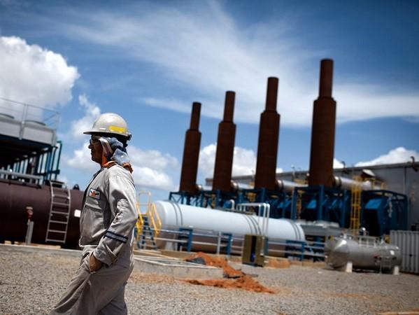Giá dầu sẽ tăng trong thời gian tới do OPEC đã đồng ý cắt sản lượng đi 1,2 triệu thùng/ngày