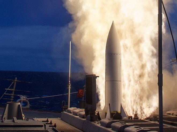 Tên lửa SM-6 được giao nhiệm vụ đánh chặn tên lửa ở kì cuối của đường bay
