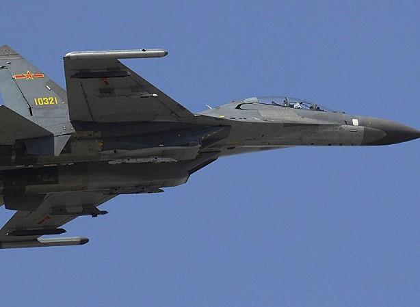 J-11D cũng được phát triển từ Su-27 giống như Su-35