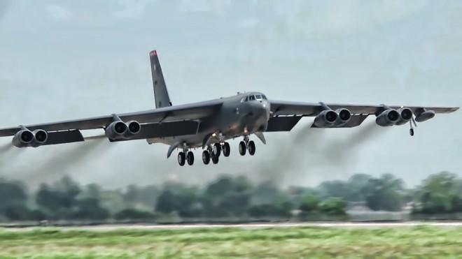 B-52 được trang bị đến 8 động cơ lắp đều 2 bên cánh máy bay