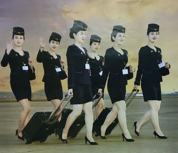 Tiếp viên hàng không Triều Tiên đẹp long lanh trong bộ lịch 2017 ảnh 7