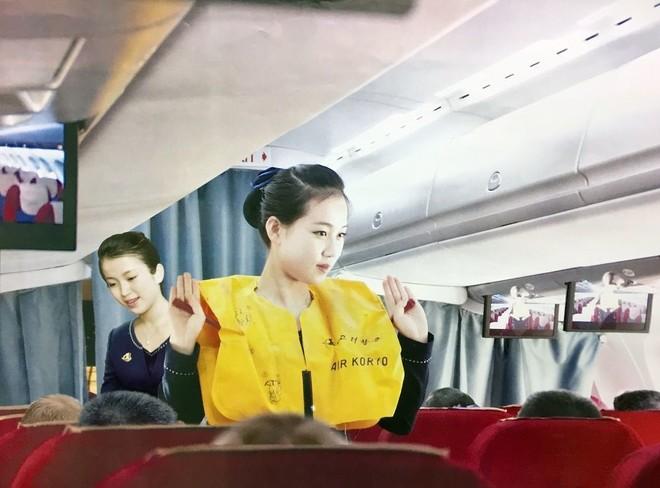 Tiếp viên hàng không Triều Tiên đẹp long lanh trong bộ lịch 2017 ảnh 2