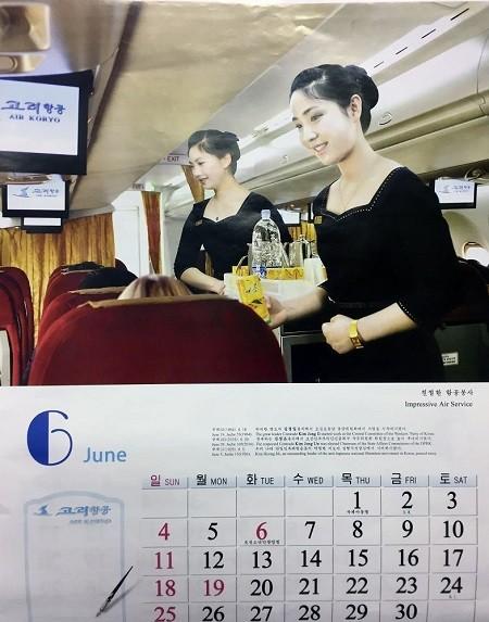 Tiếp viên hàng không Triều Tiên đẹp long lanh trong bộ lịch 2017 ảnh 3