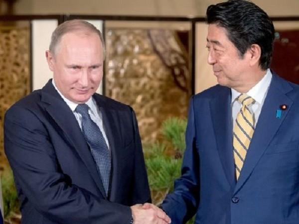 Tổng thống Putin đã uống rượu sake vào tháng 12-2016 khi công du Nhật Bản