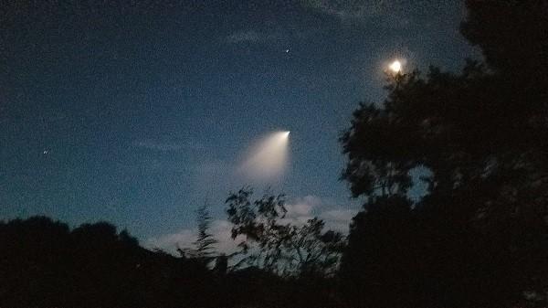 Vệt sáng tên lửa Triden tạo ra khiến nhiều người tưởng thiên thạch