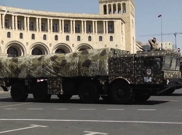 Iskander xuất hiện trong một cuộc diễu binh ở Armenia