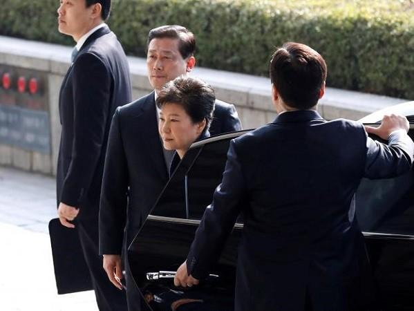 Bà Park Geun-hye xin lỗi người dân Hàn Quốc trước khi bị thẩm vấn ảnh 1