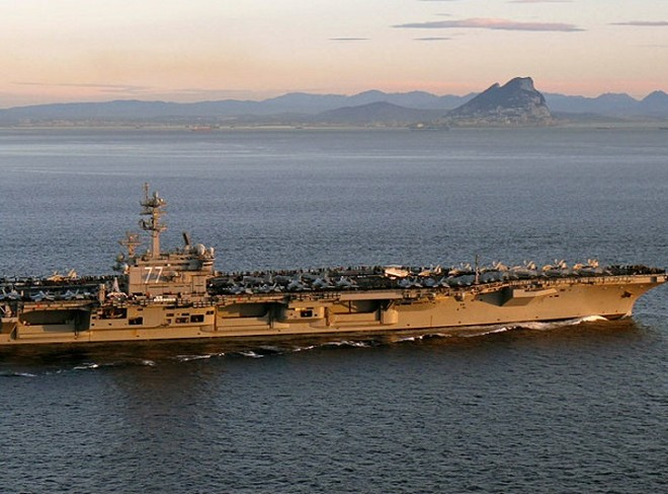 Mỹ cáo buộc Iran quấy rối tàu chiến ở eo biển Hormuz ảnh 1