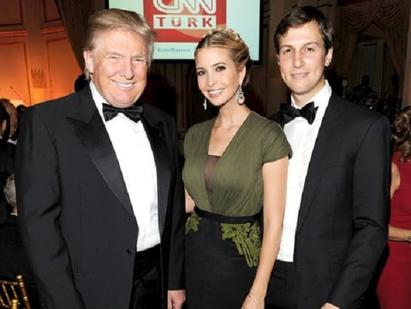 Jared Kruhner (ngoài cùng bên phải) rất được bố vợ tin tưởng