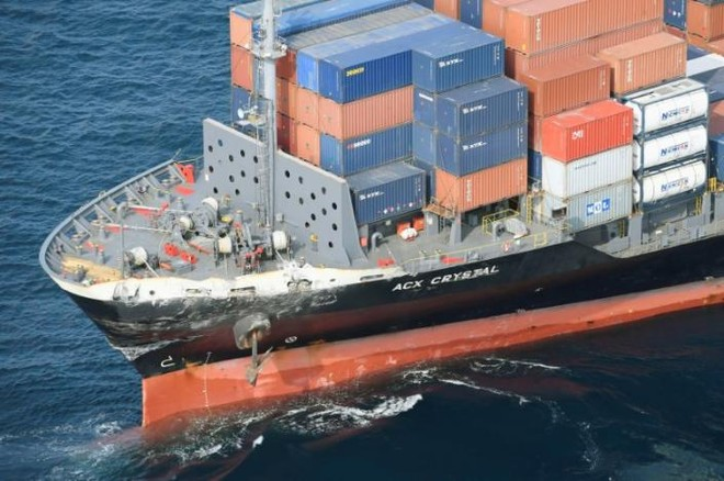 Tàu chở hàng của Philippines sau vụ va chạm