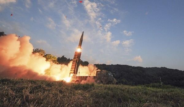 Hàn Quốc muốn phủ đầu Triều Tiên bằng pháo phản lực và tên lửa đạn đạo