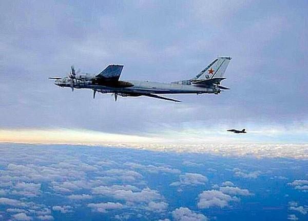 Máy bay ném bom Nga bị theo dõi khi bay qua biển Nhật Bản