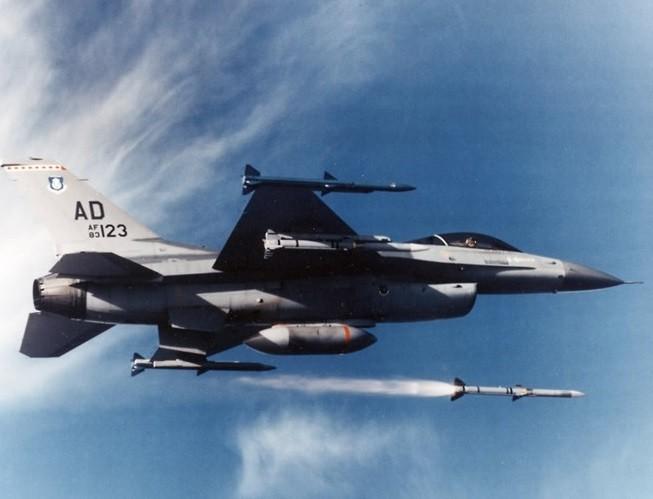 """Hé lộ tên lửa không đối không mới của Mỹ thay thế """"sát thủ"""" AIM-120 ảnh 5"""